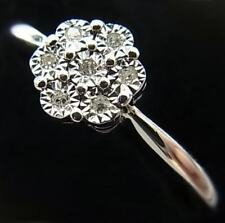 SPARKLY 9CT WHITE GOLD AND DIAMOND CLUSTER RING - No Reserve Auction