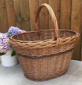 LOVELY VINTAGE FRENCH WICKER SHOPPING BASKET~LOEVLY CONDITION~RUSTIC DECORATIVE