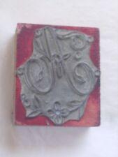 """Tampon ancien 5 cm X 6 cm représentant la lettre """"A"""" gothique."""