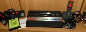 Atari 2600 Konsole mit zwei  Controller 1 joystick  kabeln und 32 in 1 Game
