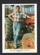 OYSONVILLE (28) AGRICULTEUR Ramasseur de PAILLE en TRACTEUR , en 1996