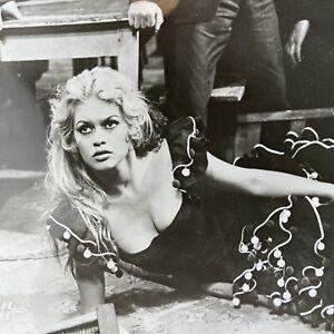 BRIGITTE BARDOT 1959 MOVIE STILL PHOTO BEAUTIFUL A WOMAN LIKE SATAN BUNEAL
