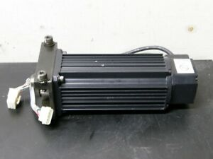 YASKAWA USASEM-07AF2X -- 700W AC Servo Motor -- 3000 RPM, 5.6A