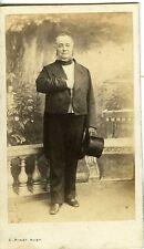 Photo CDV 1860 PARIS PINOT, LE COMTE DE LAPELIN POSE