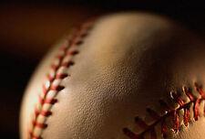 Stampa incorniciata-Palla da Baseball posa a terra (Sports Foto Poster Art)