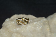 WOMEN'S 10KT/ DIAMOND (.26 TCW)/CLUSTER RING(3.5 GRAMS)SIZE 6.75)...