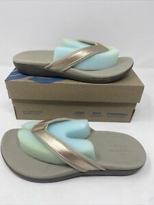Clarks Womens Brio Sol SOFT GOLD Synthetic Flip Flop Sandals Size 7. New In Box