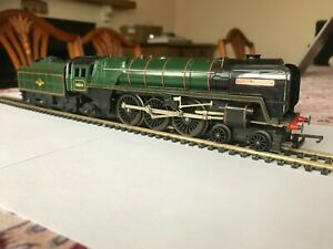 """TRIANG HORNBY R552/R359? BR 4-6-2 """"OLIVER CROMWELL"""" Loco & Tender. 00 Gauge."""
