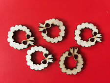 20 x Wooden Mini CHRISTMAS WREATH EMBELLISHMENT Craft Card Scrapbook Art sd388