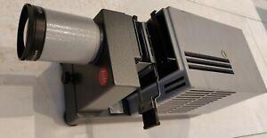 Diaprojektor Leitz Prado Universal (Halogen 24V/250W)  Objektiv: Elmaron 2,8/150