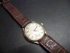 Daphne VINTAGE ART DECO Solid Gold Watch Manuale vento circa 1940s lavorando bene