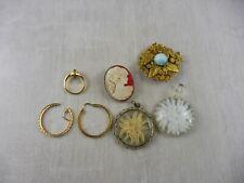Lot d'anciens bijoux fantaisies, broches, pendentif, dont plaqué or, vintage