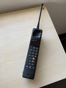Vintage Motorola Ultra Sleek 9760 Phone