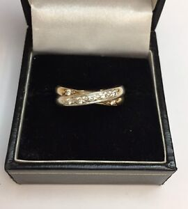9CT TWO TONE GOLD DIAMOND CROSSOVER RING