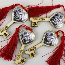 DLM25337 Chiave Portafortuna in Legno con Sacra Famiglia Rosso (kit 12 pezzi) bo