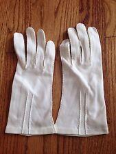 Women's Vintage Ivory Gloves Wrist Stitching Detail
