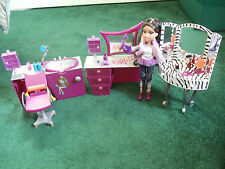 Bratz Barbie Zebra Vanity-Stylin Hair Salon Vanity & Chair w/ Doll & Accessories