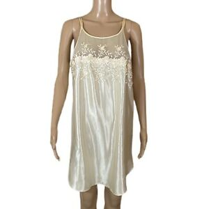 VINTAGE DENTELLE Chemise Slip Nightgown Cream Floral Embroidered USA Made Sz M
