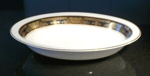 Beautiful Royal Doulton Albany H5041 Large Oval Serving Bowl