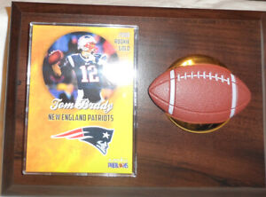 TOM BRADY PATRIOTS BUCS WITH 2000 GOLD ROOKIE PHENOM CARD ON 5x7 PLAQUE NFL