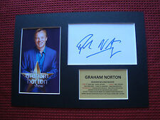 "GRAHAM NORTON ""TV HOST"" AUTHENTIC SIGNED CARD w/PHOTO A4 MOUNT DISPLAY-AFTAL COA"