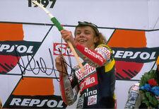 Valentino Rossi 125cc mano firmado Aprilia Foto 12x8 Donington Park 1997.
