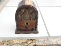 Zenith Mini Cathedral Radio , looks homemade inside , vintage, 4 7/8' Tall