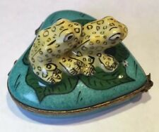 SIGNED C.M PEINT MAIN LIMOGES FRANCE TWO FROGS HEART TRINKET BOX W/Frog Clasp