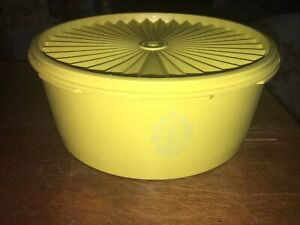 Vintage Tupperware Yellow Servalier Storage Container With Lid 8 Cup 1204
