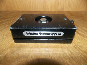 Walker Downriggers Flat Style Swivel Mount (6x4)  5/21  (A)