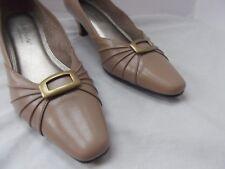 Hush Puppies Soft Style pump shoe 8 beige brass buckle pleated kitten heel MINT