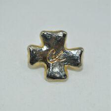 Pin's Christian Lacroix par Arthus Bertrand en métal doré