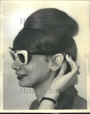 1965 Press Photo Shade Sun Glass Transistor Radio Bar - RRU79767