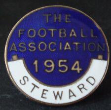 THE FOOTBALL ASSOCIATION 1954 STEWARD Badge Brooch pin In gilt 28mm Dia
