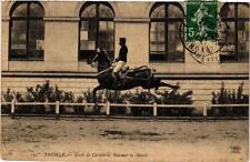 CPA SAUMUR Ecole de Cavalerie Sauteur en liberte (606426)
