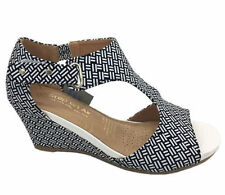 Women's Sandals and Flip-Flops