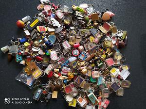 Gros Lot de + de 300 Porte-clés années 60 keychain vintage + de 3,5 kg