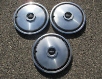 Genuine 1972 to 1979 Lincoln Mark IV V VI 15 inch hubcaps wheel covers D5LY1130B