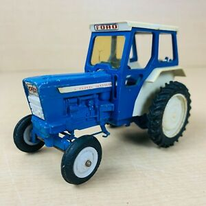 VINTAGE BRITAINS 1/32 SCALE FORD 5000 DIECAST FARM TRACTOR MODEL WITH CAB