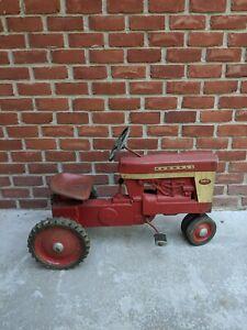 Vintage Farmall 560 Eska pedal tractor