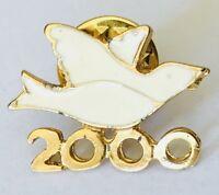 White Dove Bird 2000 Christian Animal Pin Badge Brooch Vintage (G2)