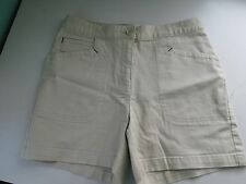 ST JOHNS BAY Woman's Beige Classic Fit 3 Pocket Shorts, Size 8  Flat Front  EUC