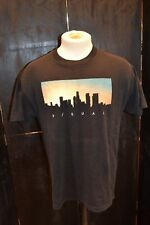 MENS VISUAL LOGO PRINTED GRAPHIC T SHIRT SIZE LARGE . / COME SEE