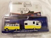Greenlight - 1:64 Hitch & Tow VW Samba Bus and Shasta Airflyte (BBGL51035Y)