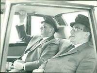 Drivers seated in the rear of the Mercedes 600 - Vintage photograph 3508304