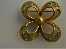 Gold-Tone Christmas Brooch (Pretty!) 🎅🤶�⛄ Vintage Marked Bsk