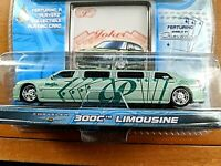 MAISTO 2005 PLAYERZ DIECAST CHRYSLER 300C LIMOUSINE WITH COLLECTIBLE CARD