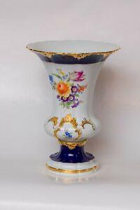 Meissner Porzellan Vase mit Blumenmuster und Goldverzierung, 24 cm