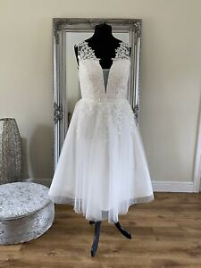 Bridal Gown/Wedding dress,Tea Length Sleeveless,Low back, Lace,Size 16,Brand New