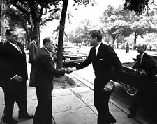 JOHN F. KENNEDY GREETED BY PANAMA PRESIDENT CHIARI IN 1962 - 8X10 PHOTO (AA-263)